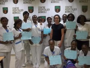 La enfermera Miriam del Barrio con las participantes del programa en Monkole